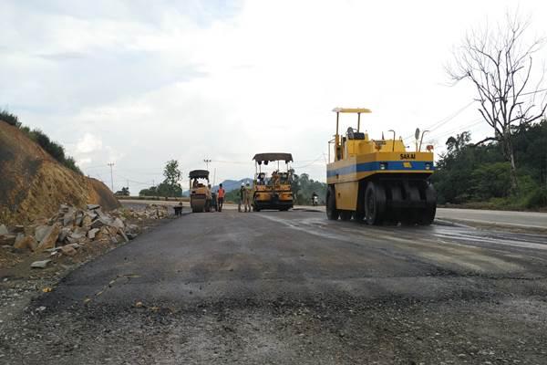 Pelebaran jalan di Entikong, Kalbar - Bisnis/Lavind
