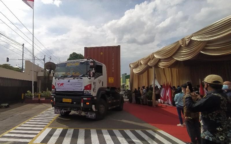 Simbolis pelepasan ekspor dari Jawa Barat dilakukan di PT Kewalram Indonesia, Sumedang,  - Bisnis/Dea Andriyawan