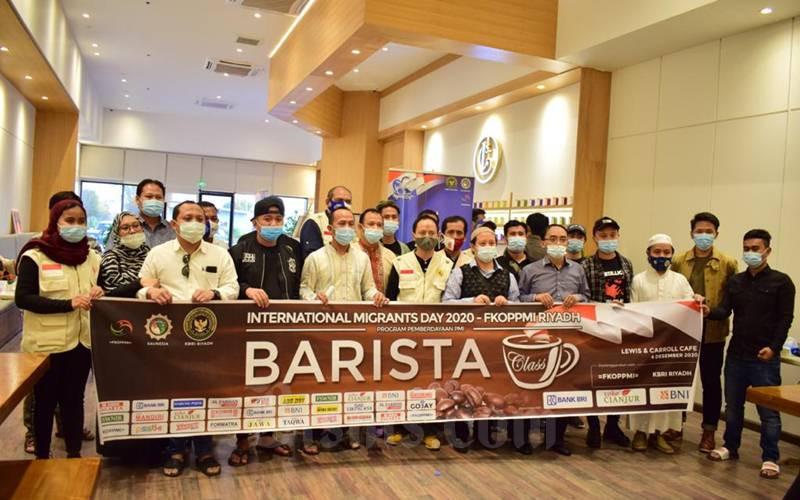 Pekerja Migran di Riyadh mengikuti pelatihan tentang kopi dan ilmu barista. - Istimewa/KBRI Riyadh,