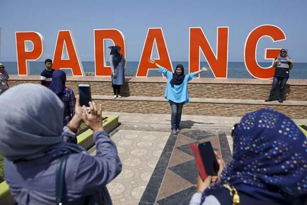 Pantai Kota Padang - Reuters/Darren Whiteside
