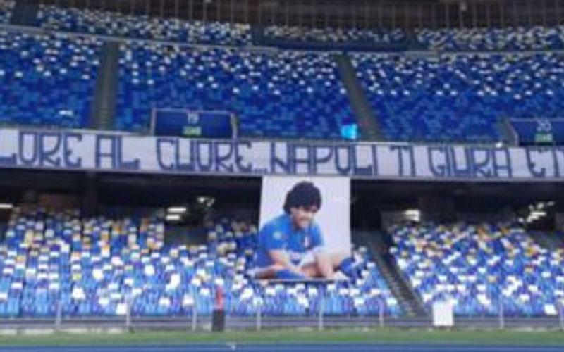 Napoli memberi penghormatan setelah legenda sepak bola asal Argentina Diego Maradona meninggal dunia. Nama stadion ini, yang semula San Paolo, kini berganti menjadi Stadion Diego Maradona. - Football Italia