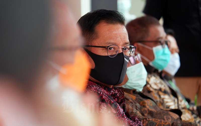Menteri Sosial Juliari P Batubara sebelum peluncuran Program Bantuan Sosial Beras kepada 10 juta keluarga penerima manfaat program keluarga harapan (KPM-PKH) di Jakarta, Rabu (2/9/2020). Bisnis - Nurul Hidayat