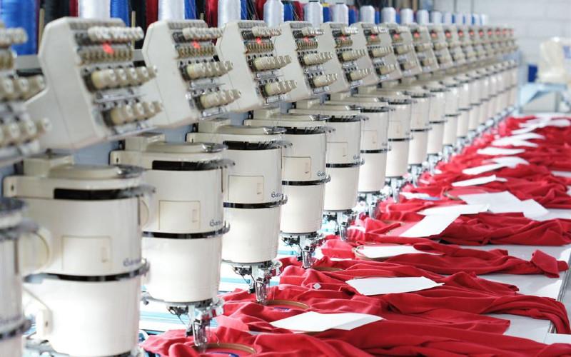 Embroidery Process.  Pada tahun ini, Pan Brothers dapat memproduksi 3-5 juta unit APD dalam bentuk jubah, sedangkan dalam bentuk masker mencapai 30 juta unit per bulan.  - Pan Brother