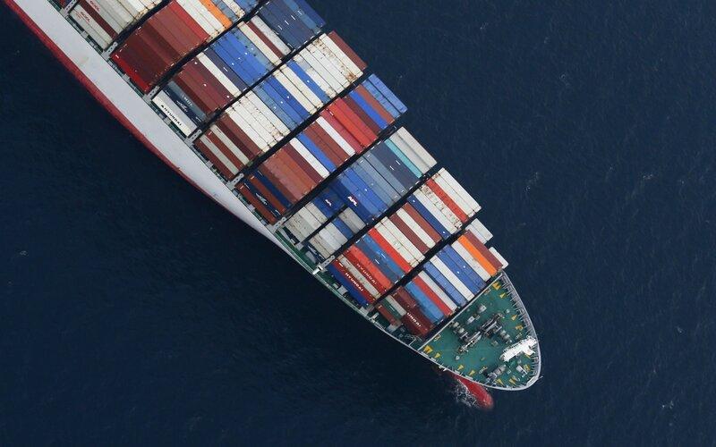 Ilustrasi kapal kontainer. Kekurangan kontainer global ini bermula dari menyebarnya pandemi Covid-19 dari China ke seluruh penjuru dunia, yang menyebabkan banyak negara melakukan lockdown dan terjadi penurunan jumlah kargo muatan kapal kontainer.  -  Bloomberg