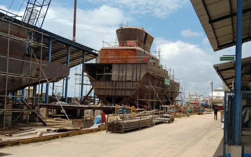 Pembangunan kapal angkutan migas tengah dibangun di perusahaan galangan Ekayla Purnamasari di Surabaya. Kapal yang akan digunakan Kangean Energy ini dirancang memiliki panjang 48 meter, berbobot 450 ton, dan berkekuatan 2.400 tenaga kuda. Pembangunan kapal ditarget selesai pada 14 April 2021.  - SKK Migas.