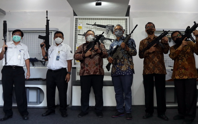 Menteri Ristek dan Teknologi / Kepala Badan Riset dan Inovasi Nasional (BRIN) Prof Bambang Brodjonegoro beserta jajaran melakukan kunjungan industri ke PT Pindad (Persero) pada Selasa (8/12/2020).  - Pindad