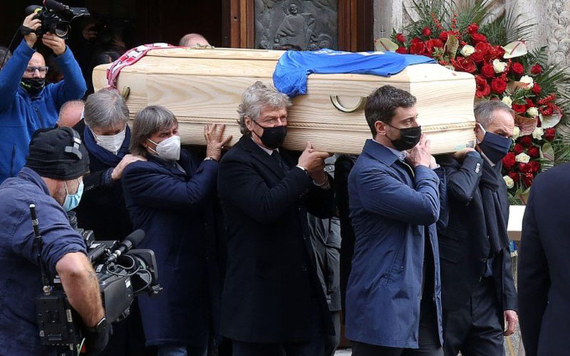 Prosesi pemakaman Paolo Rossi. - BBC