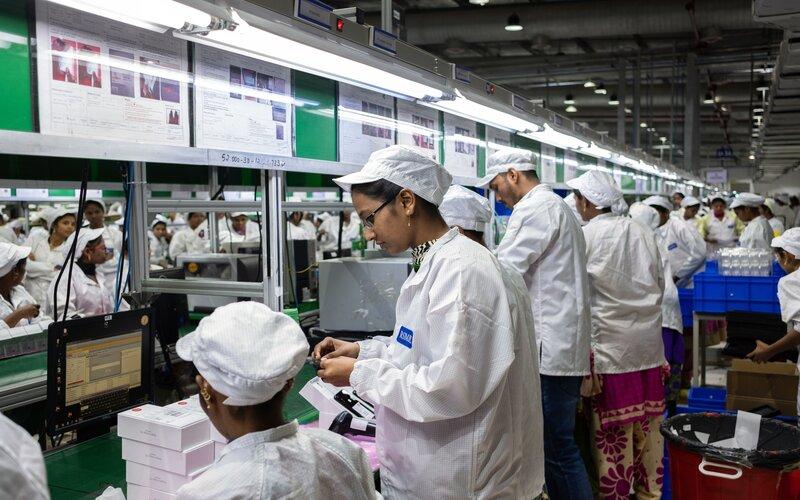 Ilustrasi pekerja di India. - Bloomberg