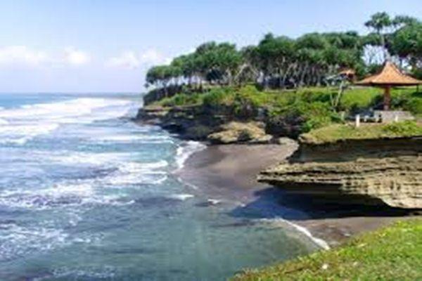 Ilustrasi- Pantai Batu Hiu Pangandaran - pixgallarehd.com