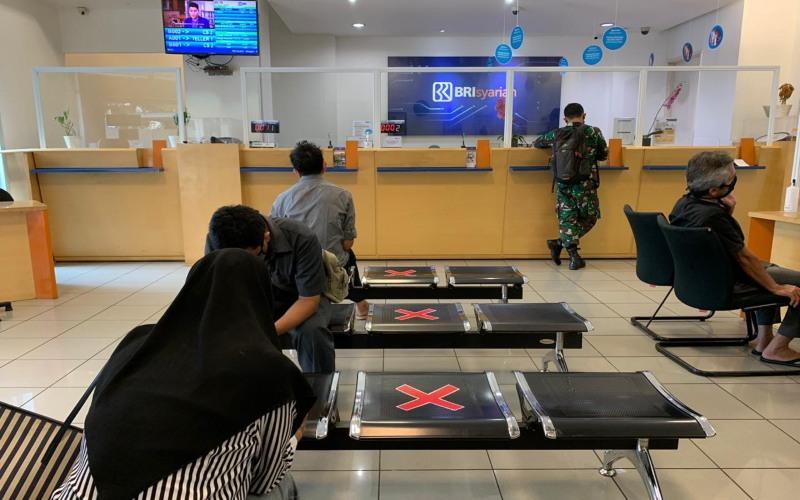 Di tengah penyebaran pandemi Covid-19, BRI Syariah melakukan berbagai penyesuaian, termasuk mengenai layanan di kantor-kantor cabang. - Dokumen BRI Syariah