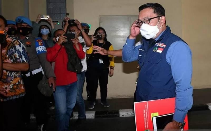 Gubernur Jawa Barat M Ridwan Kamil (kanan) tiba di kantor Bareskrim Mabes Polri, Jakarta, Jumat (20/11/2020). - Antara