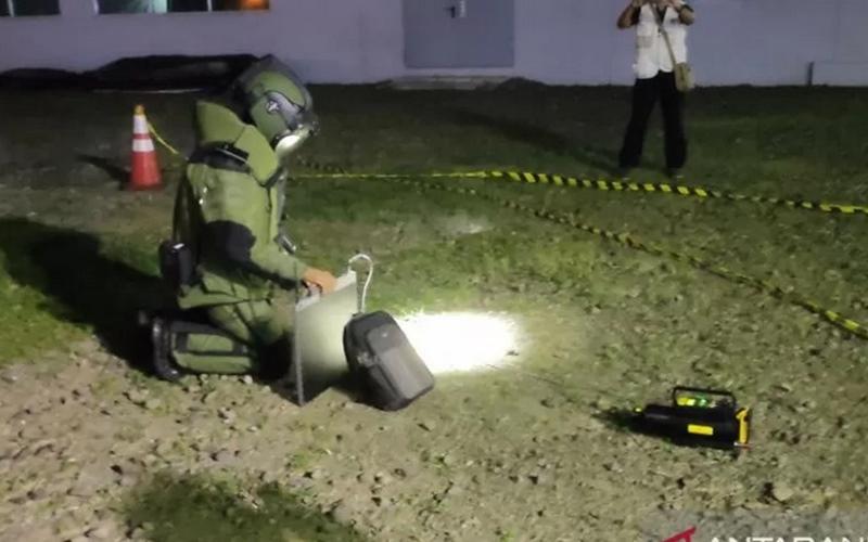 Brimob sedang latihan penanganan bom - Antara