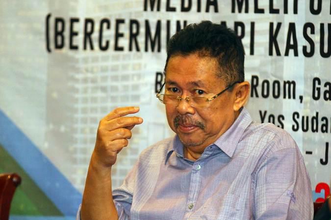Karni Ilyas menjadi pembicara pada The Editor's Talk bertajuk Media Meliput Perempuan yang digelar Forum Pemred dalam rangka Hari Pers Nasional (HPN) 2019, di Surabaya, Jumat (8/2/2019). - Bisnis/Wahyu Darmawan