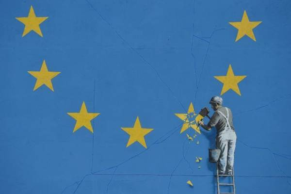 Mural karya seniman jalanan Inggris, Bansky - Yahoo/News