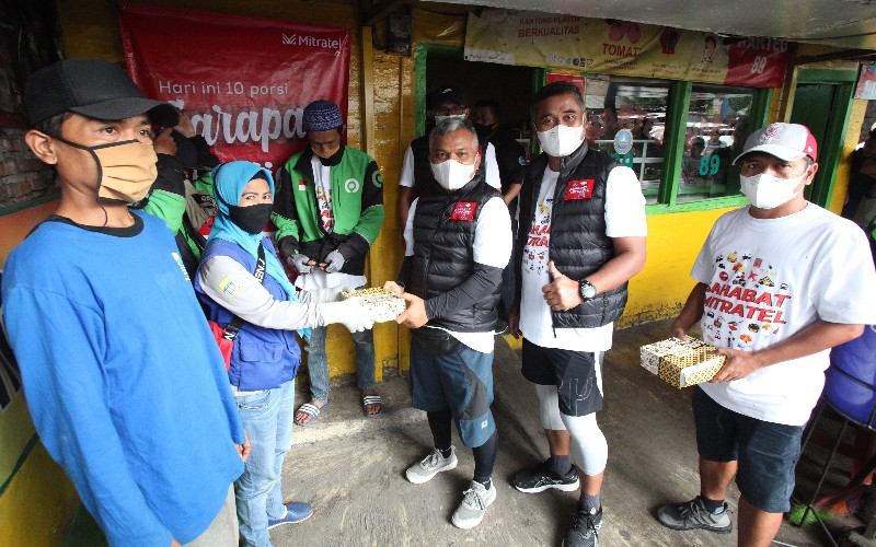 Mitratel menyediakan layanan sarapan gratis bagi masyarakat terutama para pekerja nonformal yang terdampak pandemi Covid/19.