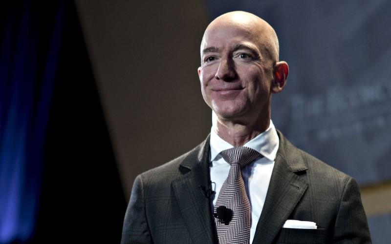 Pendiri dan CEO Amazon.com Inc. Jeff Bezos mendapatkan berkah dari pandemi virus corona (Covid-19). Pendapatan Amazon semakin meningkat selama pandemi - Bloomberg