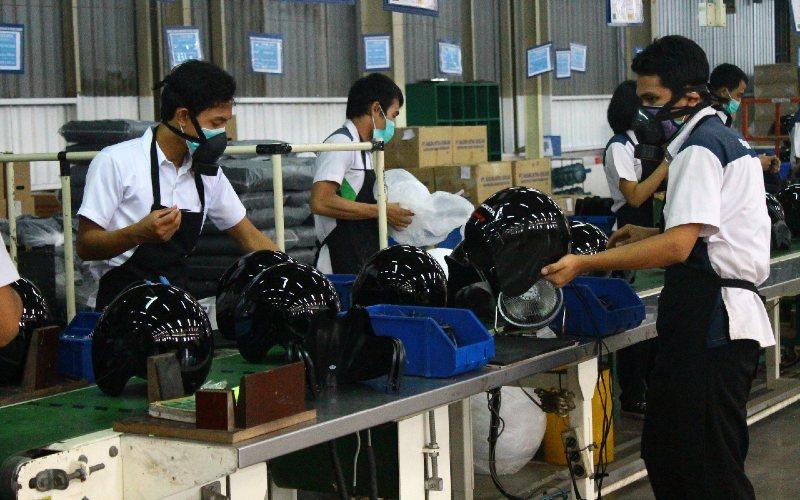 PT Dharma Poliplast yang berdiri sejak Juli 2002 memproduksi berbagai macam produk berbahan dasar plastik. Saat ini perusahaan memiliki dua lokasi yang terletak di Kawasan Industri Delta Silicon - Cikarang dan Karawaci.  - dharmap.com