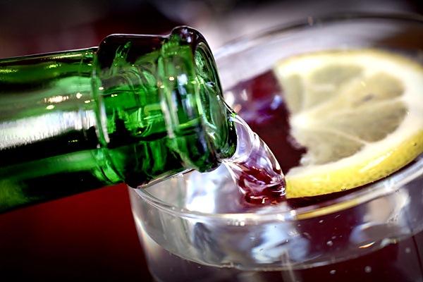Ilustrasi air minum. - Bloomberg
