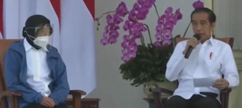 Presiden Jokowi mengumumkan reshuffle kabinet Indonesia Maju 2020. Nama yang  paling pertama dipanggil adalah Tri Rismaharini (mengenakan baju biru). - tangkapan layar di Youtube