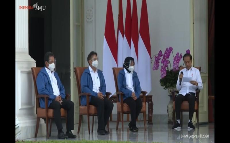 Presiden Joko Widodo (kanan) memperkenalkan para Menteri baru dalam reshuffle perdana kabinet Indonesia Maju yang diumumkan hari ini, Selasa (22/12 - 2020) / Setkab