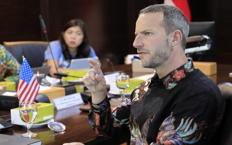 Chief Executive Officer (CEO) IDFC Adam Boehler ketika bertemu dengan Menko Maritim dan Investasi Luhur B. Pandjaitan di Jakarta, Jumat (23/10 - 2020)