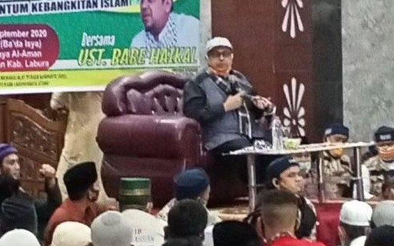 Dokumentasi - Haikal Hassan saat menyampaikan ceramah di hadapan jamaah Masjid Raya Al Aman Aekkanopan, Ahad malam. (ANTARA - HO)