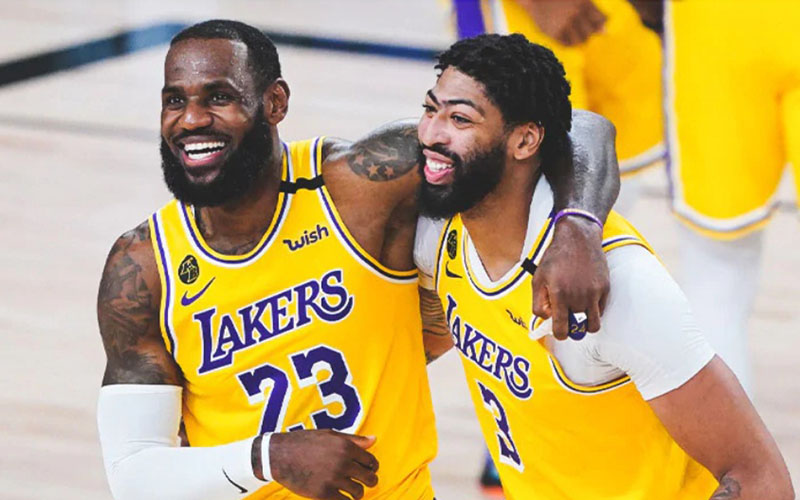 Dua pebasket andalan Los Angeles Lakers, LeBron James (kiri) dan Anthony Davis. - nba.com