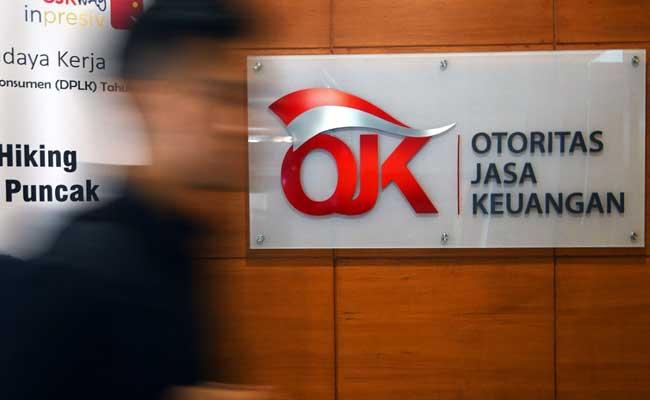 Pengunjung gerai Slik menunggu panggilan petugas Otoritas Jasa Keuangan (OJK) di Gedung Bank Indonesia, Jakarta, Rabu (5/2/2020). Bisnis - Abdurachman