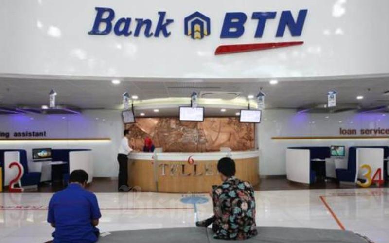 Suasana layanan di kantor PT Bank Tabungan Negara Tbk di Jakarta, Senin (8/1). - JIBI/Dedi Gunawan