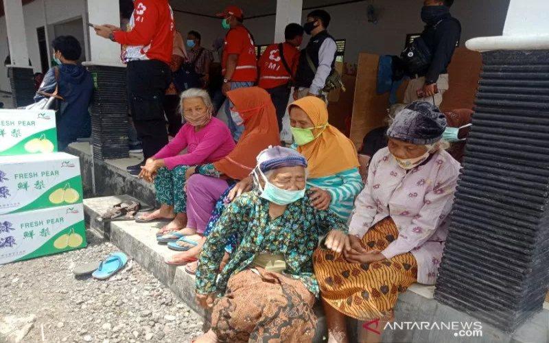 Pengungsi tanggap darurat bencana erupsi Gunung Merapi di Barak Glagaharjo, Cangkringan, Sleman.  -  ANTARA\r\n
