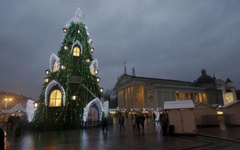 Pohon Natal  -  Reuters