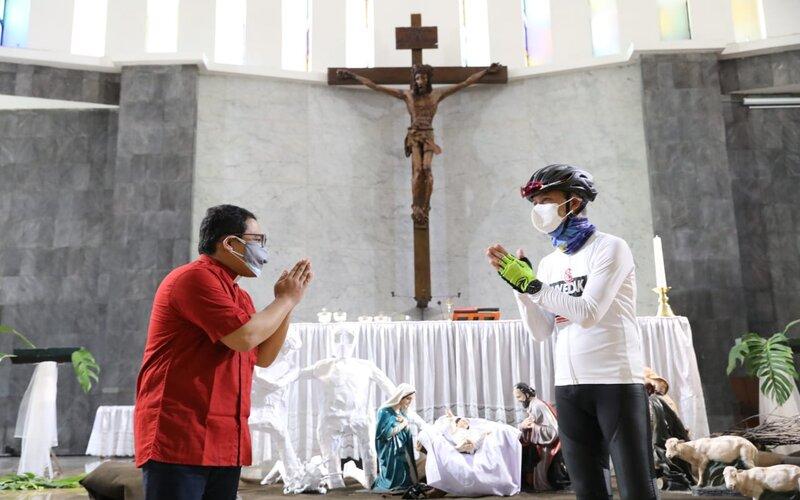 Gubernur Jawa Tengah Ganjar Pranowo saat mengunjungi Gereja Santa Theresia Bongsari Semarang. - Ist