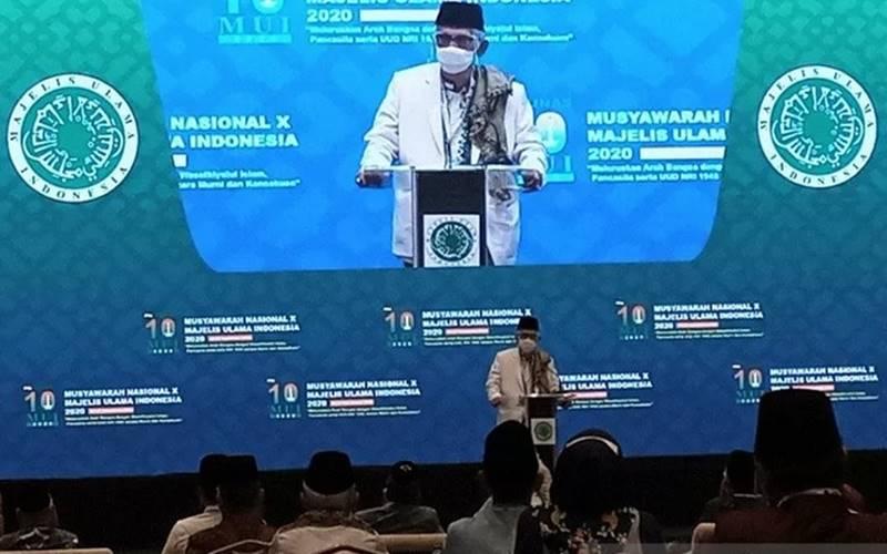 Ketua Umum Majelis Ulama Indonesia periode 2020-2025, KH Miftachul Akhyar saat memberi sambutan pertamanya sebagai pimpinan tertinggi MUI dalam Musyawarah Nasional MUI ke-10 di Jakarta, Jumat (27/11/2020). - Antara\r\n