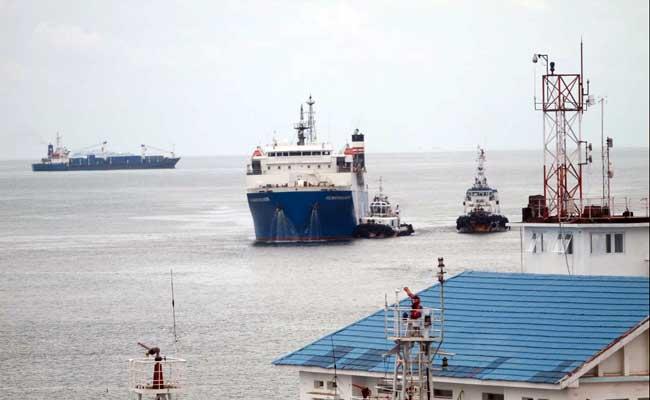 Kapal ferry saat memasuki pelabuhan Makassar, Sulawesi Selatan, Selasa (11/2/2020). Bisnis -  Paulus Tandi Bone