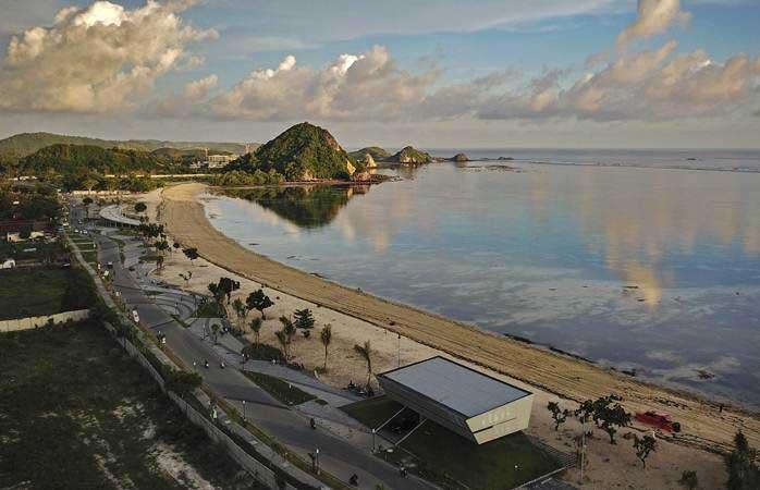 Foto area Kuta Beach Park the Mandalika di kawasan KEK Mandalika di Desa Kuta, Kecamatan Pujut, Praya, Lombok Tengah,NTB. - Antara/Ahmad Subaidi