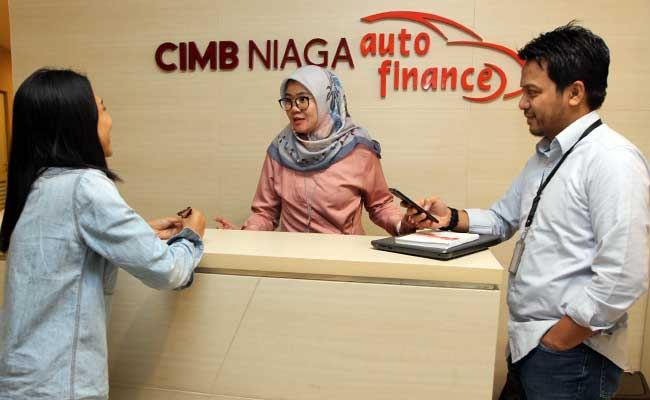 Karyawan beraktivitas di kantor CIMB Niaga Auto Finance di Jakarta. Bisnis - Endang Muchtar