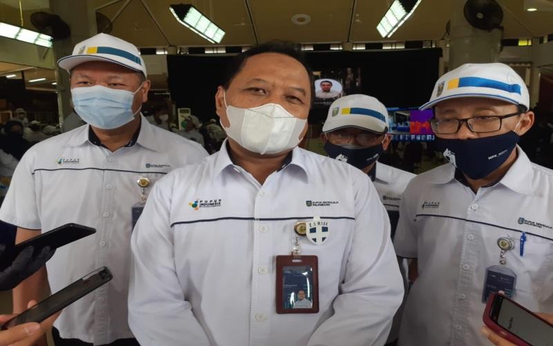 Direktur Utama PT Pupuk Sriwidajaja Palembang Tri Wahyudi Saleh (tengah) memberikan keterangan terkait capaian perusahaan sepanjang tahun 2020.  - Bisnis.com/Dinda Wulandari.