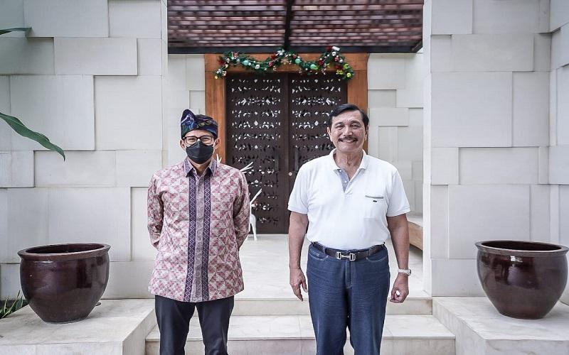Menteri Pariwisata dan Ekonomi Kreatif Sandiaga Uno bertemu dengan Menteri Koordinator Bidang Maritim dan Investasi Luhut Binsar Pandjaitan di Bali, Minggu (27/12 - 2020). / Istimewa