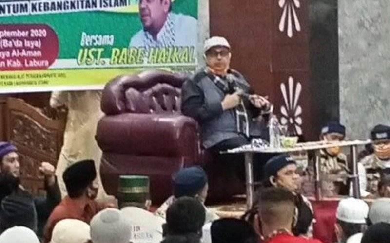 Dokumentasi - Haikal Hassan saat menyampaikan ceramah di hadapan jamaah Masjid Raya Al Aman Aekkanopan, Ahad malam. - Antara / HO