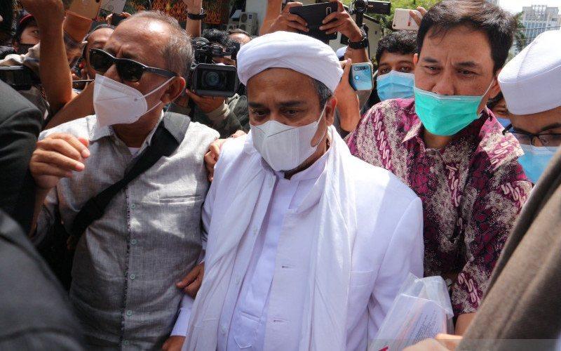 Habib Rizieq Shihab saat tiba di Polda Metro Jaya, Sabtu (12/12/2020). - Antara/Fianda Sjofjan Rassat