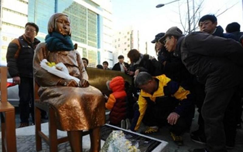 Patung wanita penghibur di Busan, Korea Selatan - Reuters