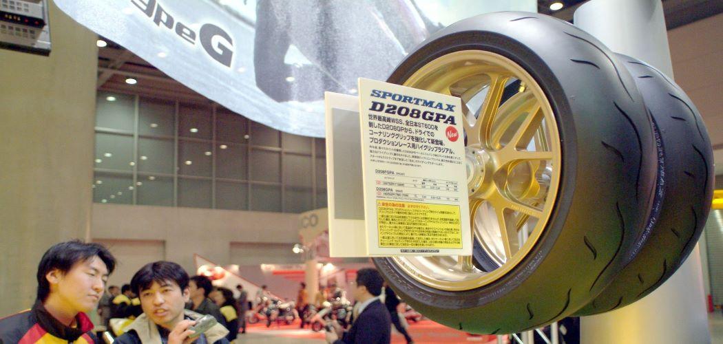Salah satu produk Dunlop dalam Tokyo Motor Show 2003. - Bloomberg / \\r\\n Charles Pertwee