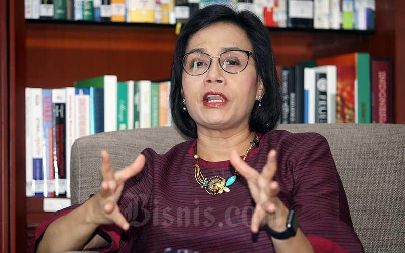 Menteri Keuangan Sri Mulyani Indrawati memberikan penjelasan kepada tim Bisnis Indonesia saat wawancara eksklusif di Jakarta, Jumat (22/11/2019). Bisnis - Abdullah Azzam