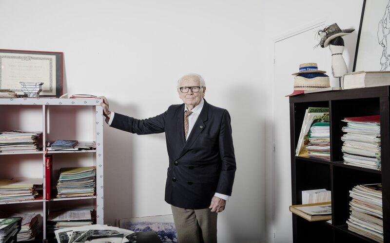 Pierre Cardin di kantornya di Paris pada tahun 2016 -  Bloomberg
