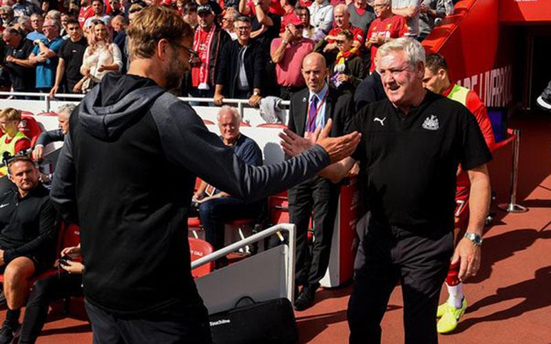 Pelatih Liverpool Jurgen Klopp (kiri) dan pelatih Newcastle United Steve Bruce. - Liverpool Echo