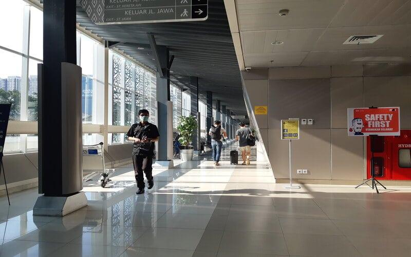 Suasana Stasiun Kereta Api Bandara di Medan, Minggu (27/12 - 2020).