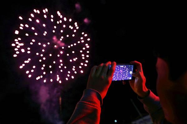 Ilustrasi pesta kembang api. - REUTERS/Luisa Gonzalez