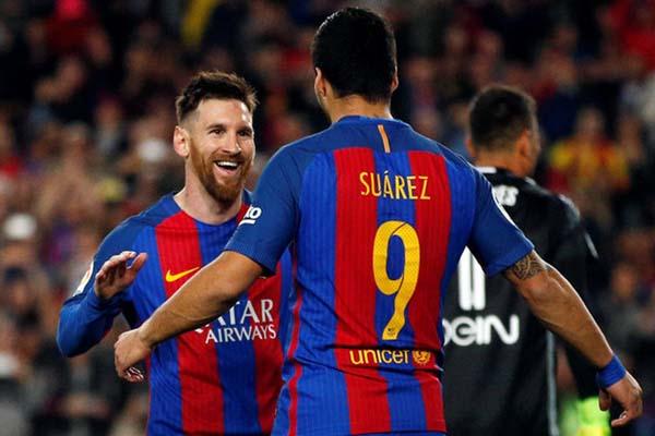 Dua andalan FC Barcelona, Lionel Messi (kiri) dan Luis Suarez - Reuters/Juan Medina