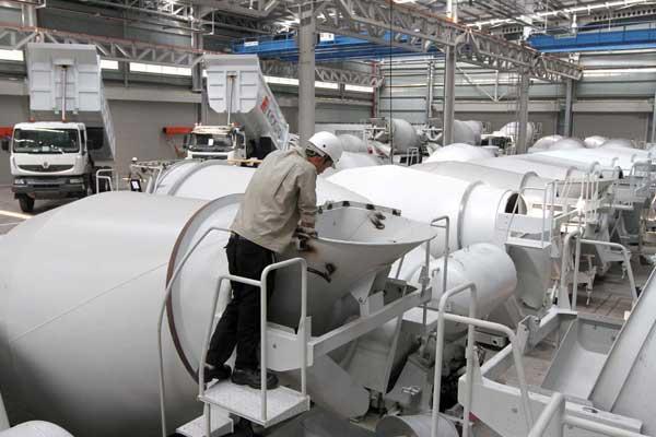 KILAS BALIK 2020 : Deru Lirih Mesin Manufaktur
