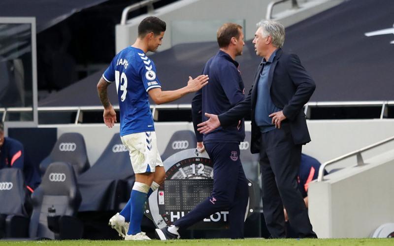 James Rodriguez dan Carlo Ancelotti - Boot Room